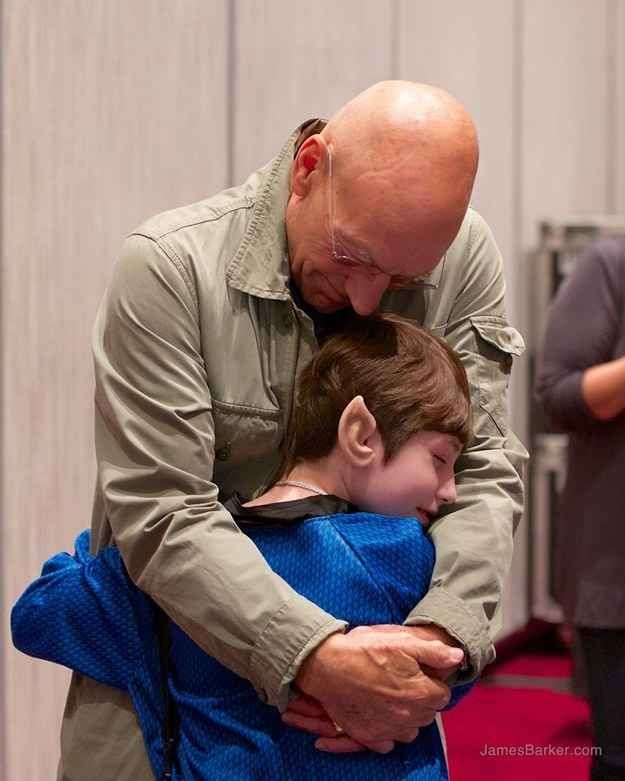 Taken at Dragon Con 2014. | You Need To Hear The Story Behind This Touching Picture Of Sir Patrick Stewart And A Little Girl