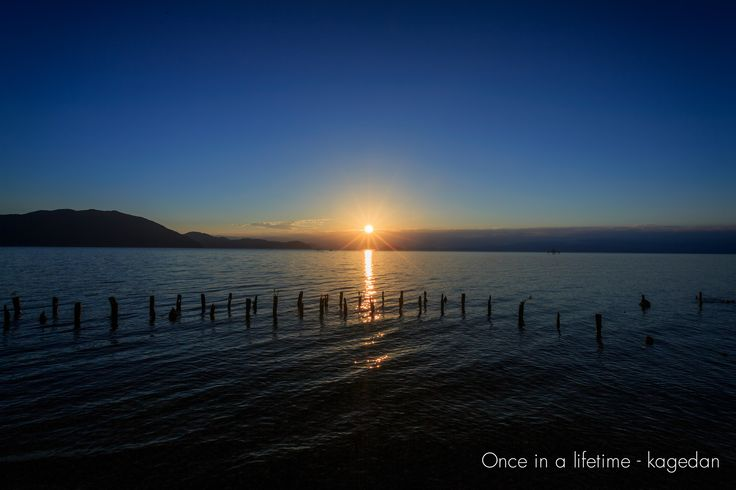 https://flic.kr/p/y5GjJY | 琵琶湖の夜明け | 太陽の昇る空にだけ雲があるなんて。低い雲の上にやっと出てくれました。
