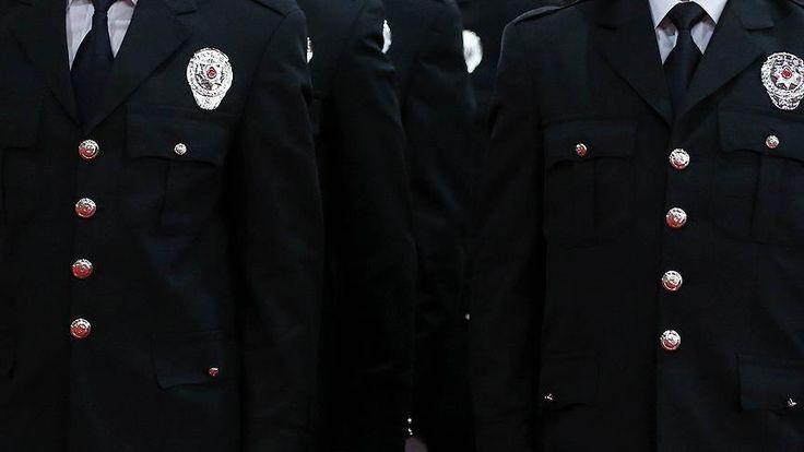 Emniyet Genel Müdürlüğünce 185 emniyet müdürü ile 53 emniyet amiri emekliliğe sevk edildi. 94 ikinci sınıf emniyet müdürü, birinci sınıf emniyet müdürlüğüne terfi ettirildi. Emniyet Genel Müdürlüğü (EGM) Yüksek Değerlendirme Kurulu (YDK) ve Merkez Değerlendirme Kurulu (MDK) kararlarıyla 185 emniyet müdürü ile 53 emniyet amiri emekliliğe sevk edildi.   #emekli #emniyet #Emniyet Genel Müdürlüğü #komser #müdür #sevk