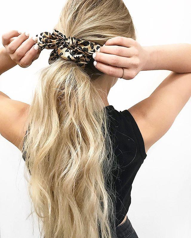 Queuedecheval à foulard Cheveux & Coiffures in 2019