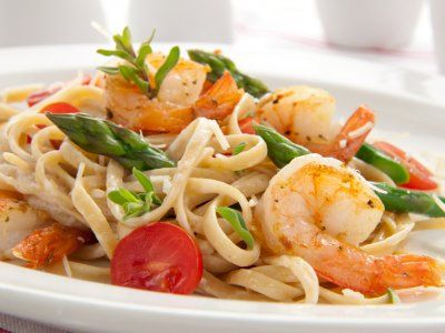 Pasta con Camarones | Una rica pasta con camarones y un toque cítrico. Está pasta es muy rica ya que los condimentos que se usan para sazonarla, aportan sabores muy intensos.