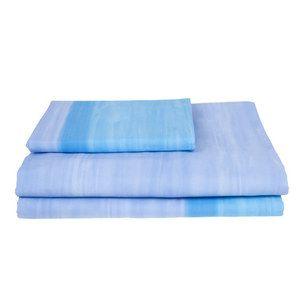 Completo per letto a 1 piazza modello Laguna blu in percalle di cotone composto da lenzuolo superiore 160x280cm, lenzuolo inferiore con angoli 90x200cm e una federa 50x80cm.
