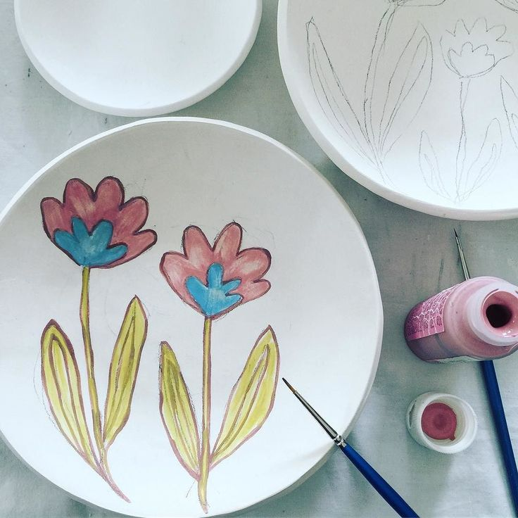 Trying out some new ideas on stoneware plates #flowers #pottery #ceramics