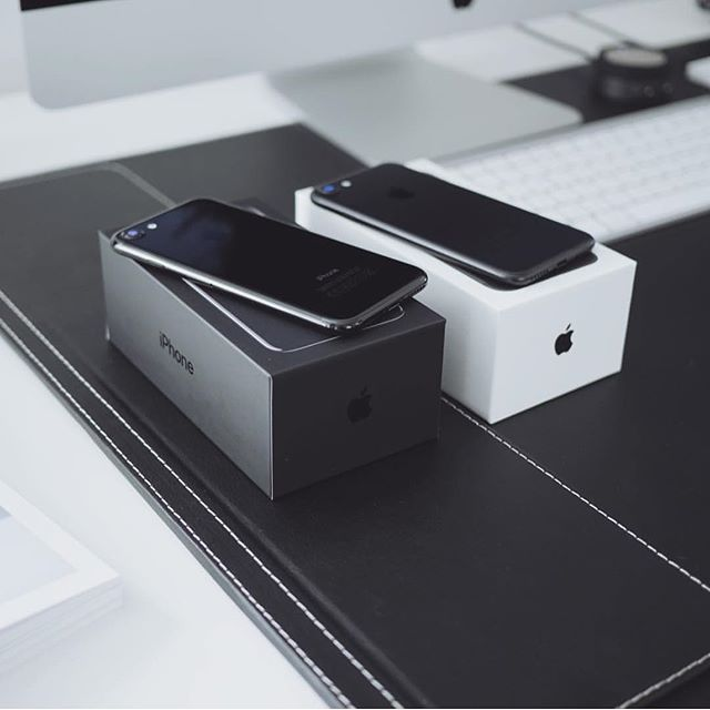 Jet Black and Matte Black @ultralinx #iphone7 #iphone7plus #Apple #Black #tech #iphone #iphone6 #iphone6s #design #minimalist #minimalism #matteblack #jetblack