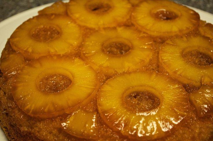 Ingrédients: Pour le gâteau: 130 gr de farine 125 gr de sucre 3 œufs 85 g de beurre fondu Une boite d'ananas au sirop (conserve...