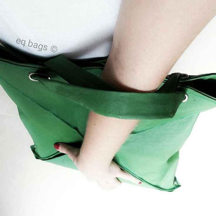 una borsa che cambia forma #eqbags #3form #bags #handmade #madeinitaly #green #canvas #design #designbag #product #project #fashionaccessories #accessories #minimal #style #origami #geometric