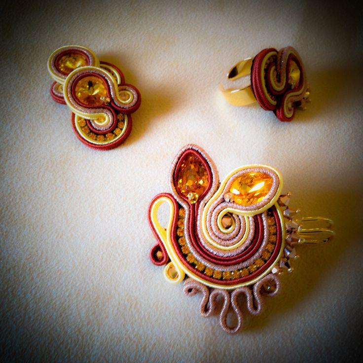 Spilla , anello e orecchini soutache by Mabi