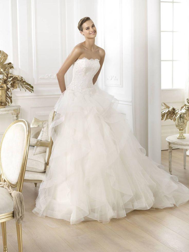 Leante esküvői ruha a Pronovias kollekció álomruhája http://lamariee.hu/eskuvoi-ruha/pronovias-2015/leante