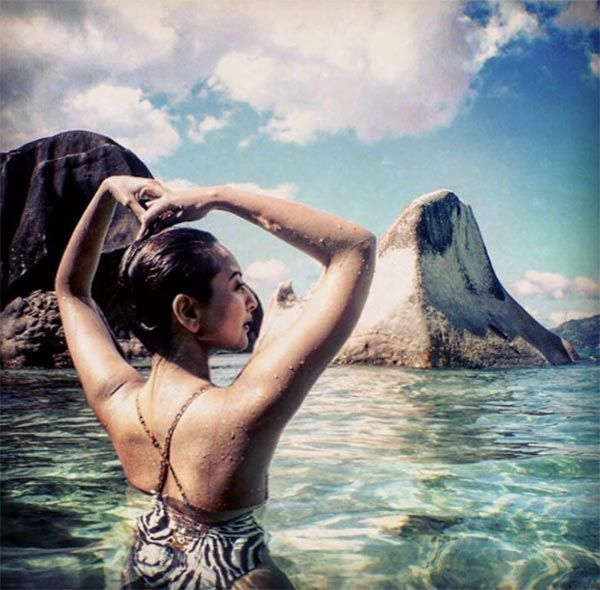 Sonakshi Sinha is enjoying her Seychelles holiday while we are busy envying her!