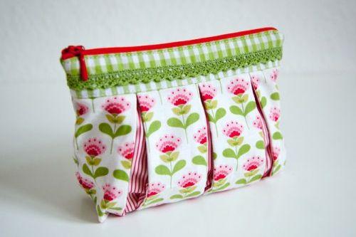 Bag with pleats and zip as well as lining - tutorial video - Kosmetiktasche mit Kellerfalten und Reißverschluss