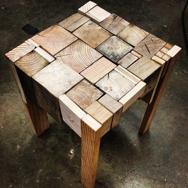 Tabouret en bois inspiré du travail du studio de design Edwards Moore, et composé uniquement de chute de bois,  tout cela provenant de la récup'.  Le P'tit Baz'art http://lepetitbazart.com/