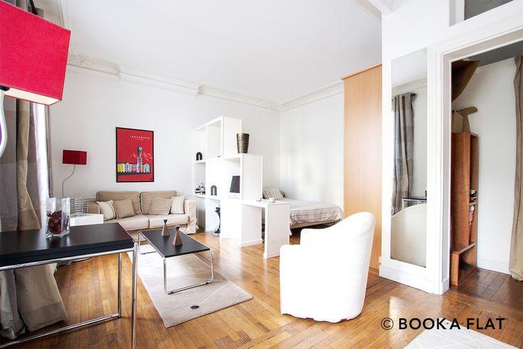 Superbe studio meublé de 45 m2, situé Rue de Liège quartier Notre Dame de Lorette, dans le 8ème arrondissement de Paris. Ref 10422