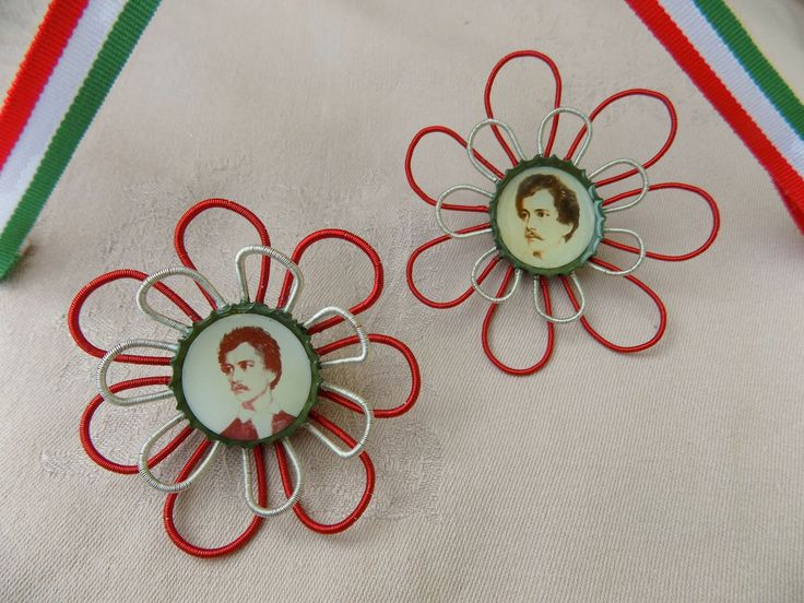 Today is a National Day in Hungary, so because of this occasion I rethought the cockade a little bit. :)  The diameter of the flower brooches are 7,5 cm.  The portraits shows Sándor Petőfi, the best known Hungarian poet and National hero of Hungarian Revolution.