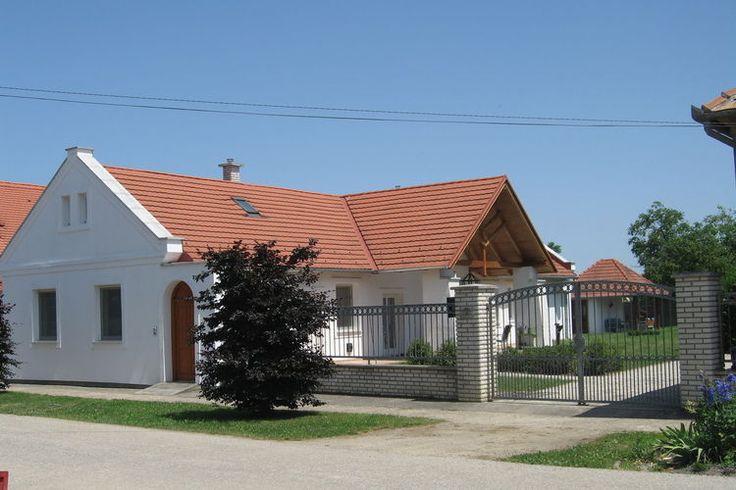 Groepsaccommodatie in Hongarije, biedt ruimte aan maximaal 12 personen en is gelgen in Fertöd.