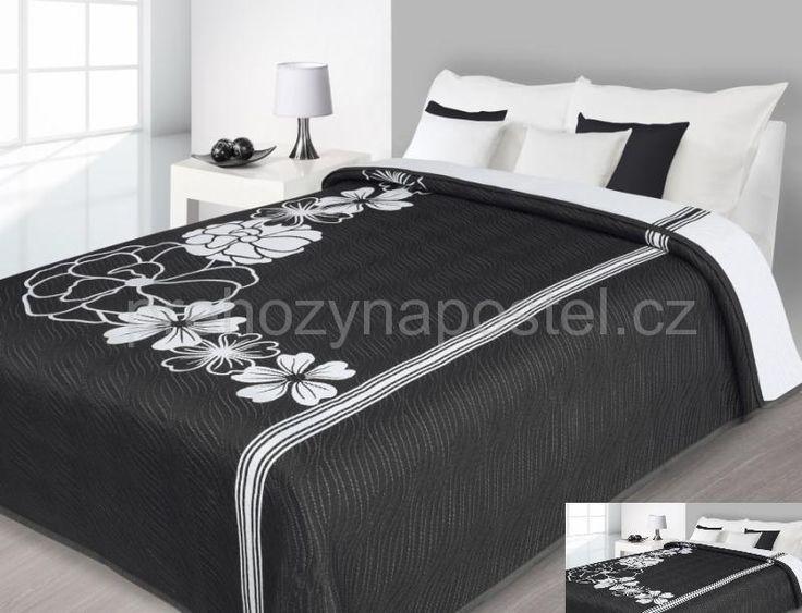 Oboustranný přehoz na postel černý s bílými květy