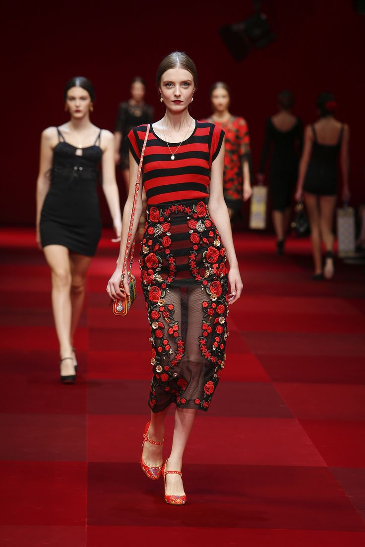Dolce & Gabbana Woman Catwalk Photo Gallery – Fashion Show Spring Summer 2015  red passion dress