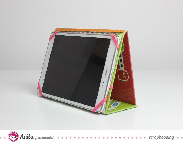 Tutorial handmade para crear un funda para tablet casera utilizando papeles scrapbook y cartón. Una forma fácil de personalizar tu tablet, ebook o móvil.