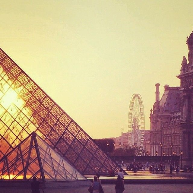 Sunset at the Louvre in Paris, France captured by @tanyajojo  #travelnewhorizons #travel #Paris #France