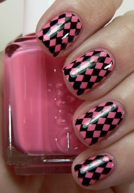 Let them have Polish!: Pink Wednesday!! Essie Knockout Pout