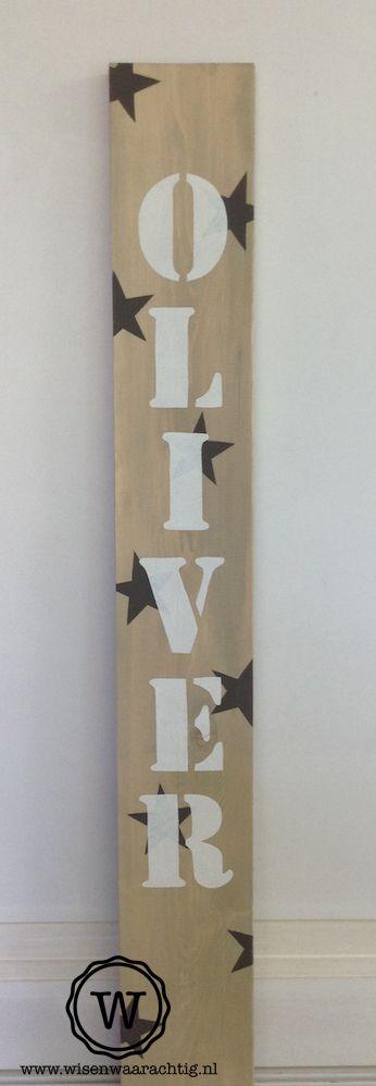Groot staand houten naambord voor de jongenskamer. #naambord #jongen #kinderkamer #stoer