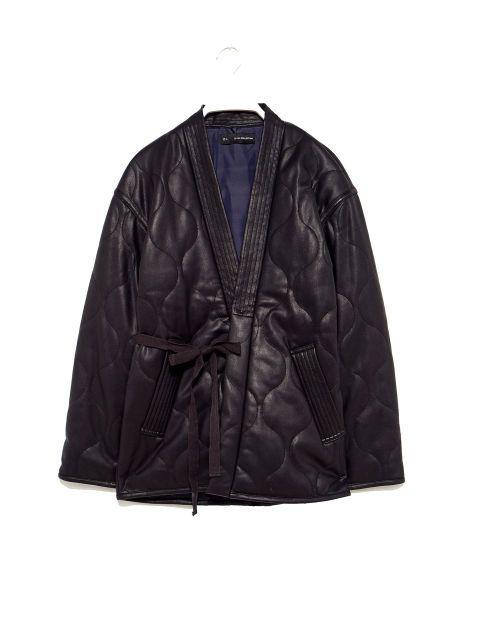 Abrigo kimono efecto piel de Sfera (59,99 €).