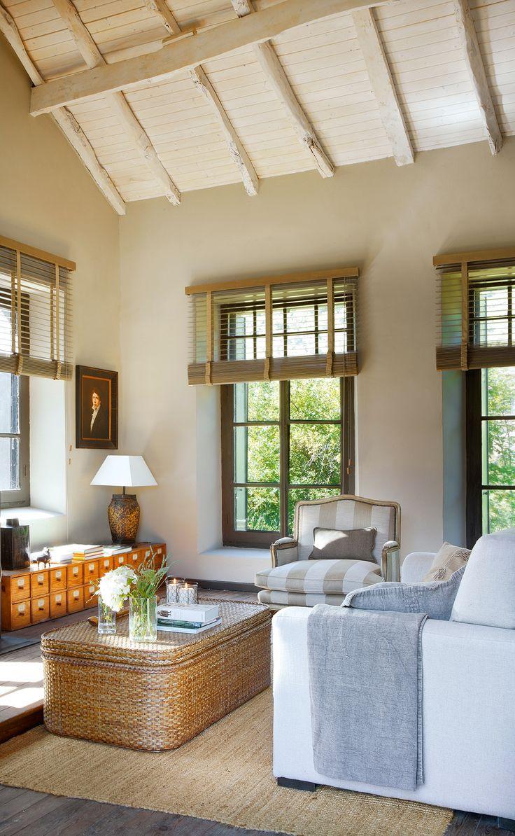 00372323b. Salón campestre con butaca, sofá y mesa de centro de fibras_00372323b