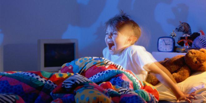 """""""Gece terörü"""" yaşayan çocuğu uyandırmayın!"""