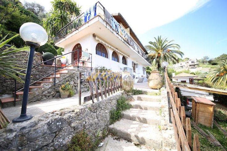 Property for sale in Liguria, Imperia, Camporosso‎, Italy - http://www.italianhousesforsale.com/view/property-italy/liguria/imperia/camporosso/2226811.html