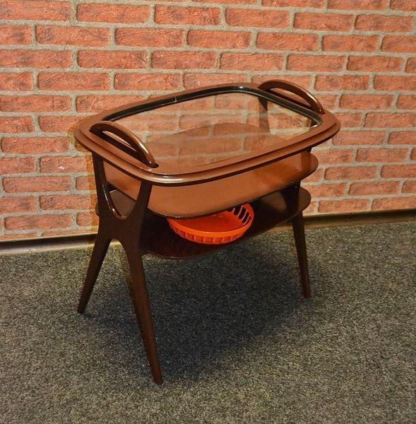 coole wohnzimmertische:Vintage cooler 60er Jahre Teetisch Glas Tablett von LOOKandVINTAGE