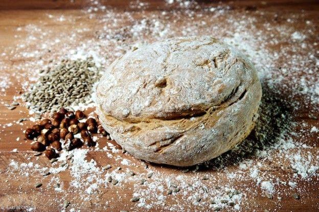domáci celozrnný špaldový chlieb s orechami