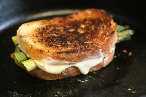 Grilled Asparagus and Fontina Cheese | -The Quinces And The Pea