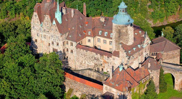 Sucha, mała miejscowość w województwie dolnośląskim. Nad zalewem leśniańskim na Kwisie, znajduje się tam zamek Czocha.