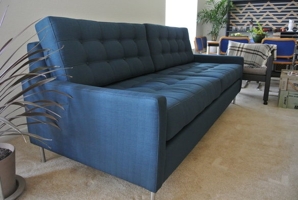 New Mid Century Modern Sofa in Westpark, Irvine ~ Apartment Therapy Classifieds