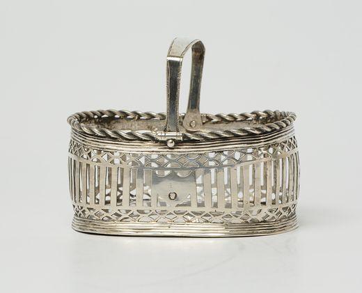 Kussenvormig ajour zilveren kluwenmandje met koordrand - H.W. Faber, Joure/Sloten/Ylst (1815/1836) - 1825 - gehalte 0.835 - 83 gram