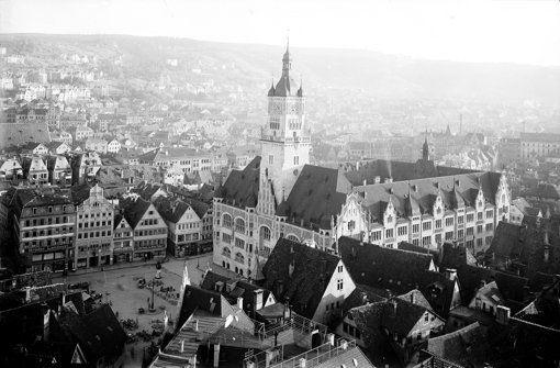 Am 1. April 1905 wurde das Stuttgarter Rathaus eingeweiht – mit Festreden und Galamenüs in Anwesenheit des Königs. Dieses Bild stammt aus dem Jahr 1906. Die wechselvolle Geschichte der Stuttgarter Amtsstuben dokumentieren wir in der Fotostrecke. Foto: Haus der Geschichte Baden-Württemberg, Sammlung Metz