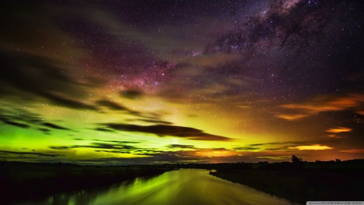 the_southern_lights_in_new_zealand-wallpaper-1366x768