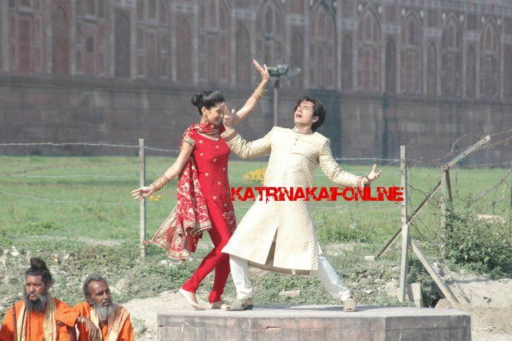 Ali Zafar & Tara D'Souza dancing on the sets of Mere Brother Ki Dulhan!!