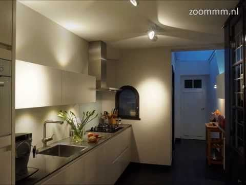 OUD EN NIEUW De oude keuken heeft plaats gemaakt voor een luxe design keuken. Uitgevoerd met Bosch apparatuur, afzuigkap, oven, gas kookplaat en een koelkast vriezer combinatie. Het extra dunne composiet werkblad geeft een prachtige detaillering aan de designkeuken evenals de speciale witte oven.  Het professionele lichtplan maakt deze strakke moderne keuken sfeervol en praktisch tegelijk. Overal is aan gedacht!