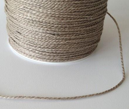 10 mètres de fil de lin +/- 1,5 mm 2 fils Couleur : brun Vendu par 10 mètres. Si vous commandez plusieurs mètres, le cordon vous sera livré d'un seul tenant dans la mesure du - 3356787