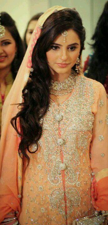 Latest Pakistani Bridal Wedding Hairstyles 2016-2017 | StylesGap.com