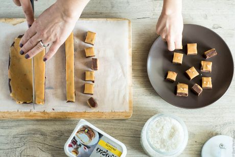 Σοκολατάκια με εύκολη καραμέλα και αλάτι (fudge)