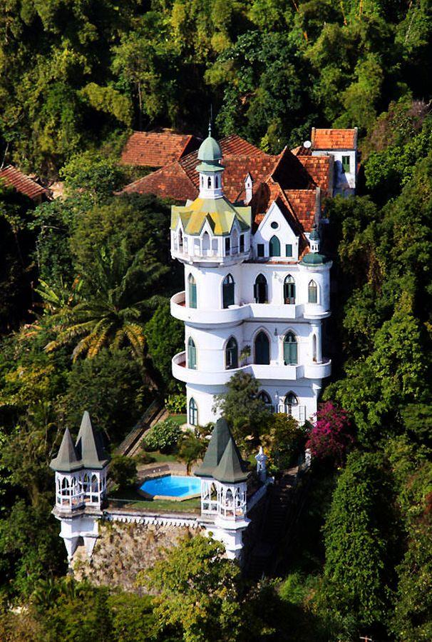 visitheworld: Castelo Valentim on Santa Teresa district, Rio de Janeiro / Brazil (by eddie cord).