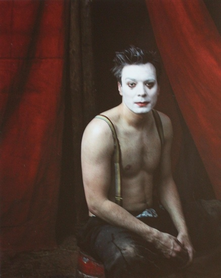 Jimmy Fallon portrait by Annie Leibovitz. | Not a fan, but there is something really fascinating about this photo... Maby it's the face paint..