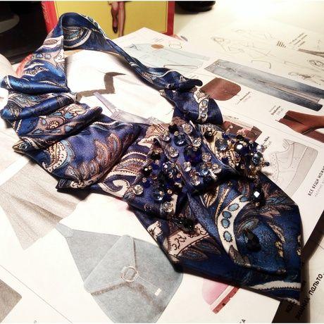 Ирина Агафонова - участница проекта Abbigli.ru и законодательница новой моды в мире аксессуаров.  Так галстуки не декорировал еще никто! Великолепные текстильные композиции, вышитые вручную, лучшим образом дополнят ваш образ.  Заказать галстуки можно на странице мастера по ссылке: https://abbigli.ru/profile/4677/  Приглашаем новых участников присоединятся к платформе для хендмейдеров - Abbigli.ru. Регистрируясь на сайте  👉 https://abbigli.ru 👈 вы получаете в свое распоряжение витрину…