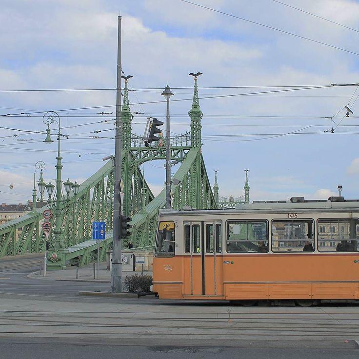 Archívum 43: Szabadság híd Budapest 2017. #december #xmasday #budapest #bridge #tram #hungary #szabadsághíd #szabihid #latergram #mik #photoofday #urbanphoto #clouds #wlb #momentsinbudapest #canonhun #canon #nofilter