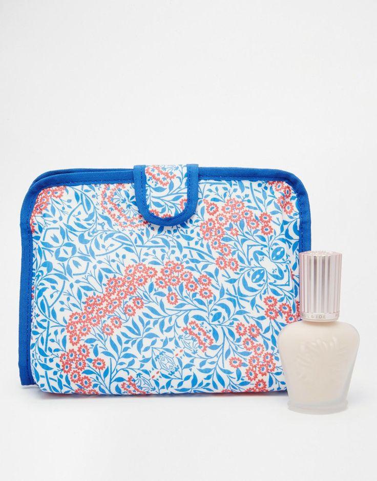 Make-up-Tasche und Primer im Set von Paul & Joe Primer bereitet die Haut vor und spendet Feuchtigkeit bietet die perfekte Basis zur Grundierung hilft dabei, dass das Make-up länger hält angereichert mit Pflanzenextrakten pflegt die Haut verleiht einen dezenten Schimmer mit geblümter Make-up-Tasche exklusiv bei ASOS