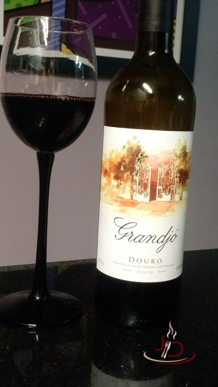 Grandjó é um ótimo representante dos vinhos do douro, tradicional região vinícola de portugal.