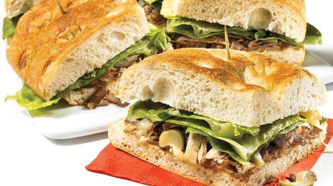 Sandwich au rôti de boeuf et au fromage à raclette   Recettes IGA   Lunch, Pain, Recette rapide