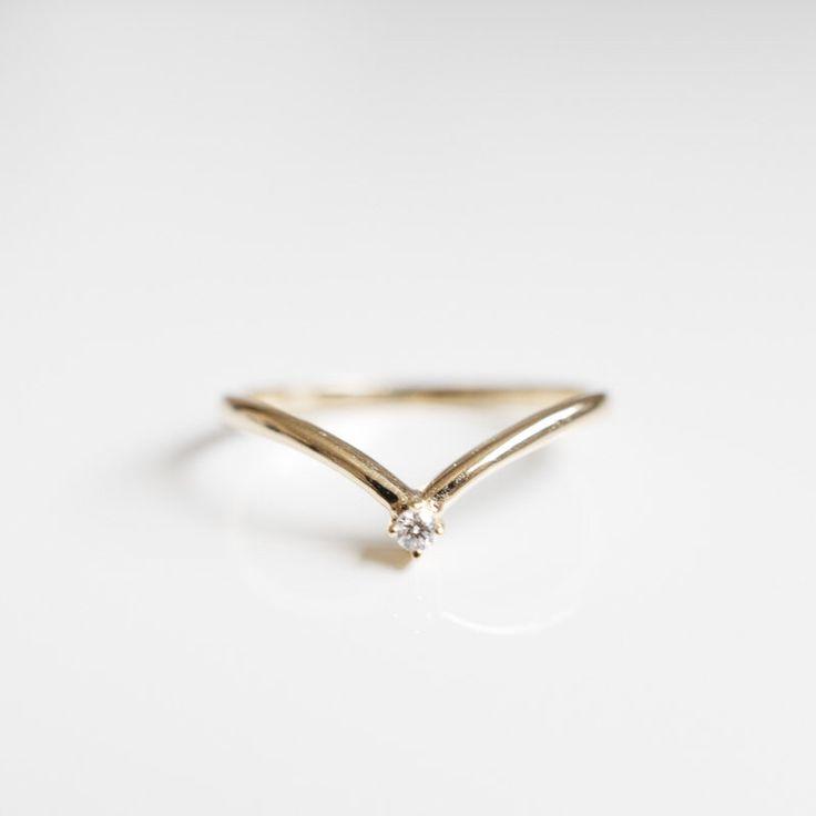 V vorm diamant 18K gouden ring rose goud, wit goud, geel goud, platina 950 bruiloft verlovingsring door LILOOKS op Etsy https://www.etsy.com/nl/listing/280181248/v-vorm-diamant-18k-gouden-ring-rose-goud