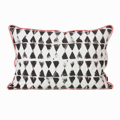 Ferm Living Worn Triangle Pude - 395kr